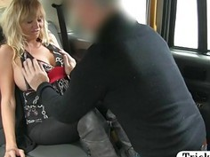 Busty amateur blonde passenger nailed by fraud driver