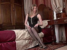 Luxurious MILF posing in a vintage bedroom