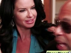 Pussy fingering leads to hot sex between Veronica Avul and black bull Shane Diesel