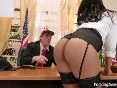Hot ebony babe Diamond Monrow tickles the prick of the president